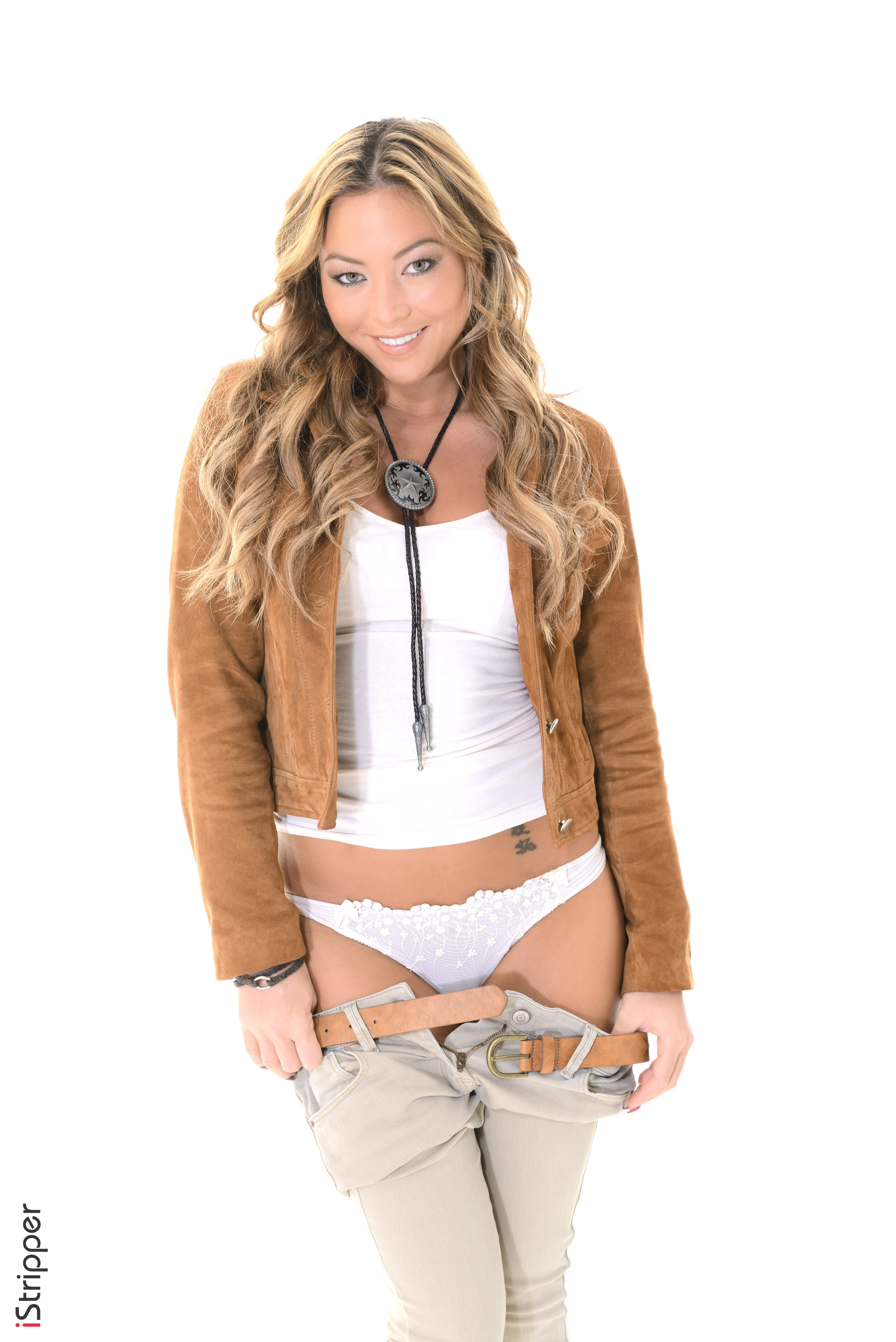 arissa does a sexy striptease amp cums hard localfreaks tumblr co
